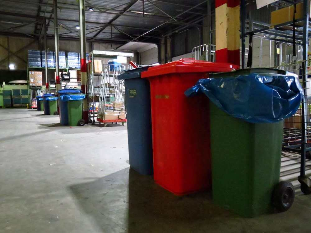 Containers voor recycling bij Langerak de Jong
